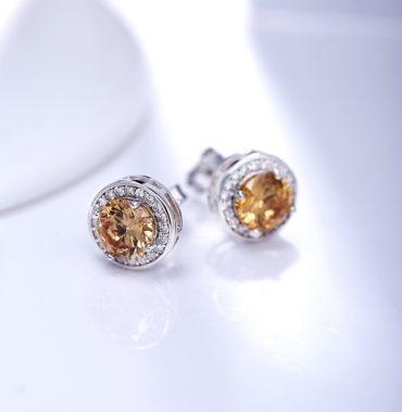Silver 925 Earring decorated by brown crystal bezel