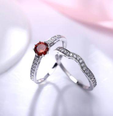 Luxurious silver 925 ring inlaid with red zircon bezel and side white special crystals