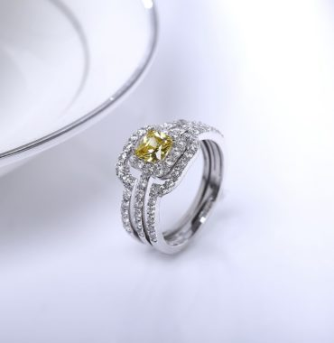 Luxurious silver 925 ring inlaid with Champagne crystal bezel and side white special crystals