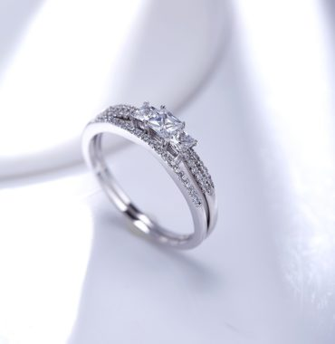 Luxurious silver 925 twins rings inlaid with three white zircons and side white special crystals