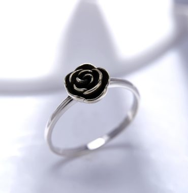 The Rose ring silver 925 with a unique design