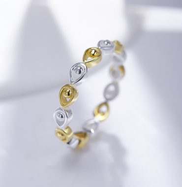 Water drop ring has an innovative design made from 925 silver and plated with pure gold 18k, for gifts