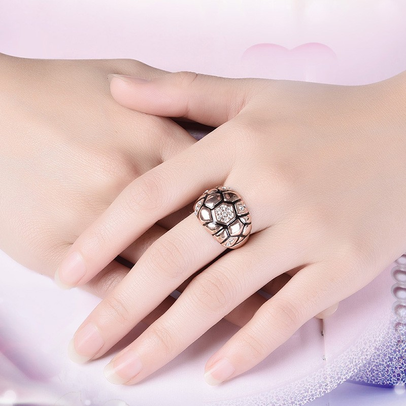 Unique design of rose gold plated ring inlaid with crystal diamond
