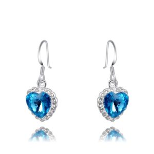 Dangles earing three times of gold plating and inlaid with blue austrian crystals surrounded by white crystals