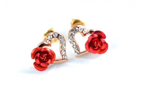 Heart and Rose earring, three times gold plated inlaid with genuine austrian white crystals and decorated by red rose