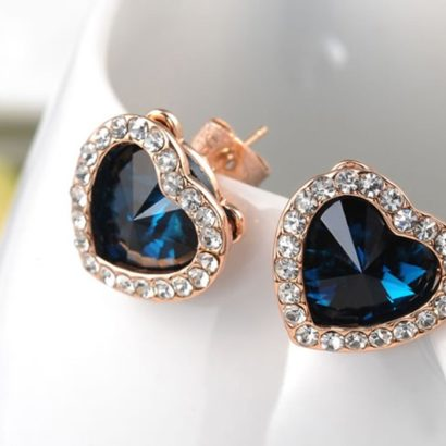 The Heart earring, three times gold plated and inlaid with swiss crystals and blue heart of zircon