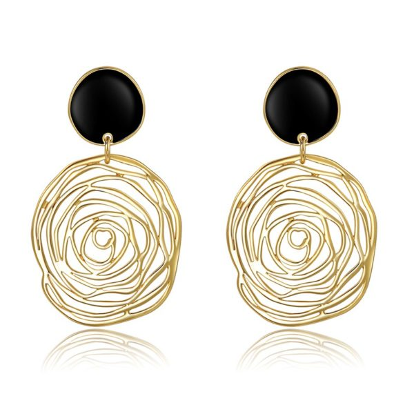 Spider web earring, gold plated and inlaid with black pearl