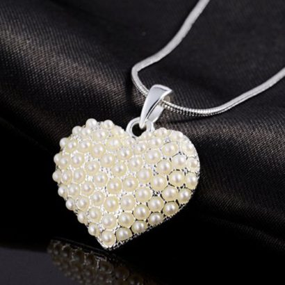 A luxurious Heart necklace, three times gold plated and inlaid with special pearls