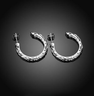 Special earring with Meander decoration and plated with silver