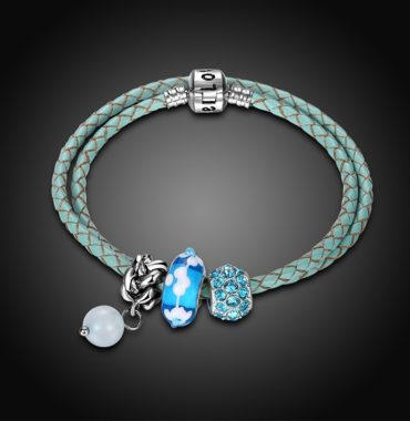 Special real cowhide bangle and inlaid with natural agate, blue crystal and a unique metal lock